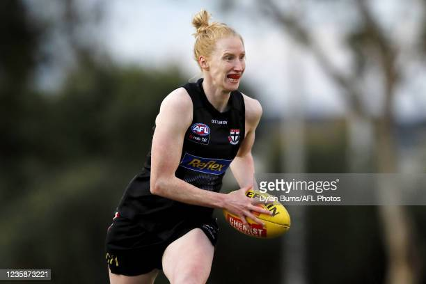Kate Shierlaw of the Saints in action during the St Kilda training session at RSEA Park on October 14, 2021 in Melbourne, Australia.