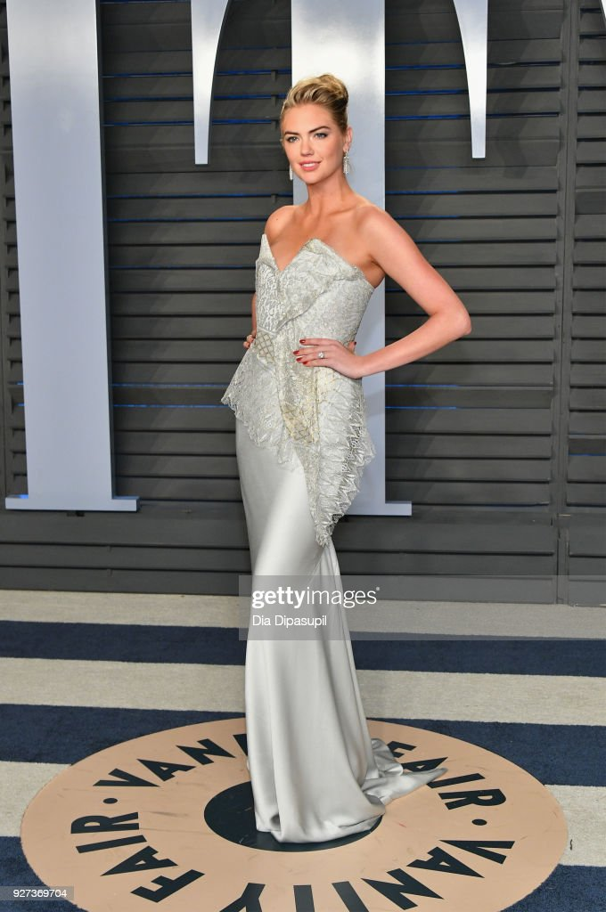 Kate Upton attends the 2018 Vanity Fair Oscar Party hosted by Radhika Jones at Wallis Annenberg Center for the Performing Arts on March 4, 2018 in Beverly Hills, California.