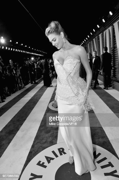 Kate Upton attends the 2018 Vanity Fair Oscar Party hosted by Radhika Jones at Wallis Annenberg Center for the Performing Arts on March 4 2018 in...