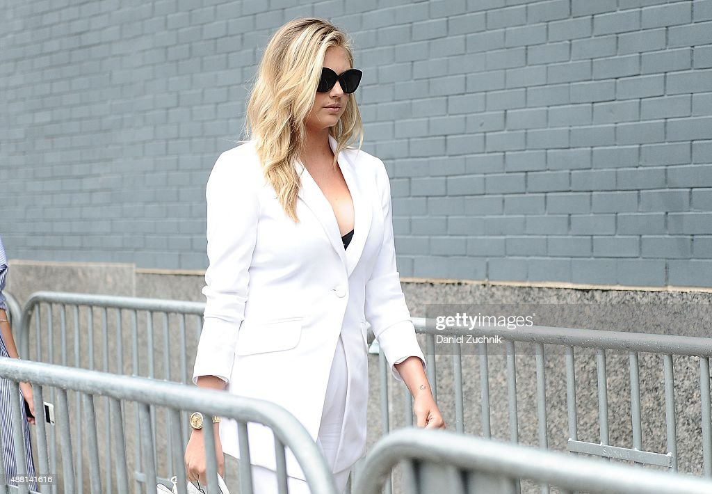 Seen Around Spring 2016 New York Fashion Week: The Shows - Day 4 : News Photo