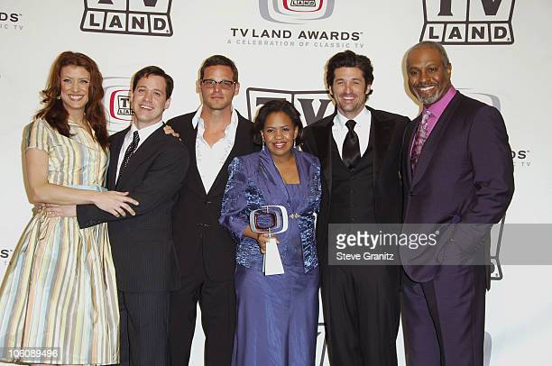 Kate Walsh TR Knight Justin Chambers Chandra Wilson Patrick Dempsey and James Pickens Jr of Grey's Anatomy winner of the Future Classic Award