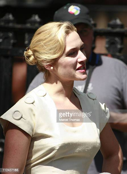 Kate Winslet during Kate Winslet on Set of 'Revolutionary Road' in New York City May 30 2007 at Stuyvesant Park in New York New York United States