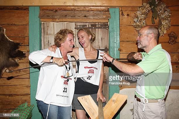 Katerina Jacob Mit Freund Jochen Neumann Und Tochter Josephine Bei Der Abendveranstaltung Im Hotel Neuhaus In Mayrhofen Nach Der Ersten Etappe Vom...