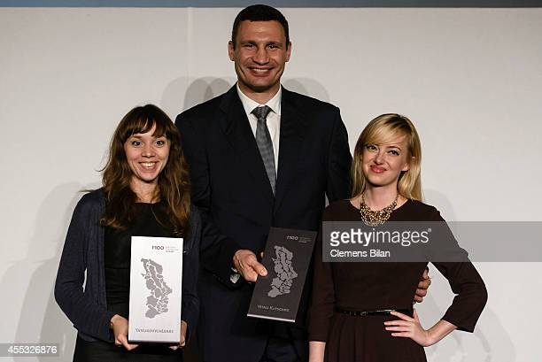 Kateryna Kapliuk Natalie Sedletska and Vitali Klitschko pose with his M100 Media Award 2014 on September 12 2014 in Potsdam Germany