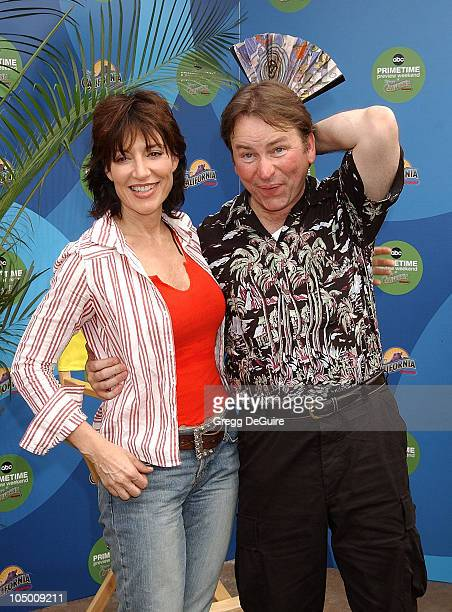 Katey Sagal John Ritter who both star in the new ABC series 8 Simple Rules