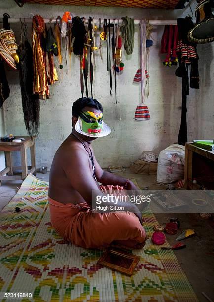 kathakali dancer preparing, kerala, south india. india - hugh sitton india stock pictures, royalty-free photos & images