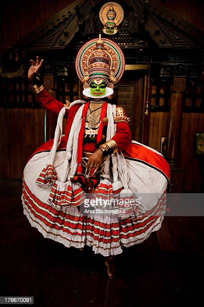 CONTENT] Kathakali is one of the oldest theatre forms in the world characteristic for the south Indian state of Kerala It has a long tradition dating...