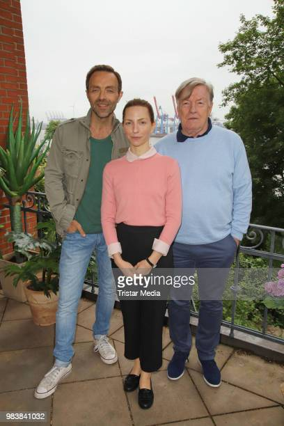 Katharina Schuettler Aleksandar Jovanovic and Manfred Zapatka during the 'Fast perfekt verliebt' on set photo call on June 25 2018 in Hamburg Germany