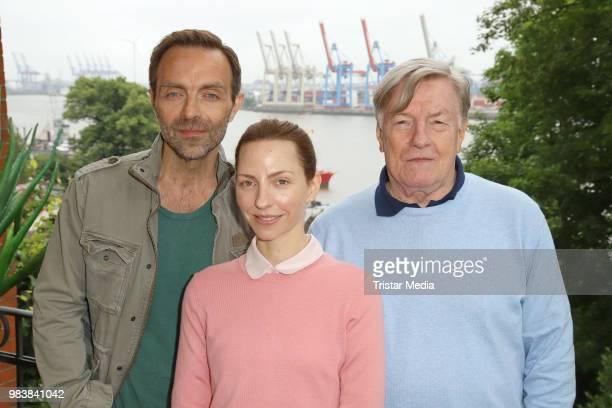 Katharina Schuettler Aleksandar Jovanovic and Manfred Zapatka during the 'Fast perfekt verliebt' on set photo call on June 25 2018 in Hamburg Germany
