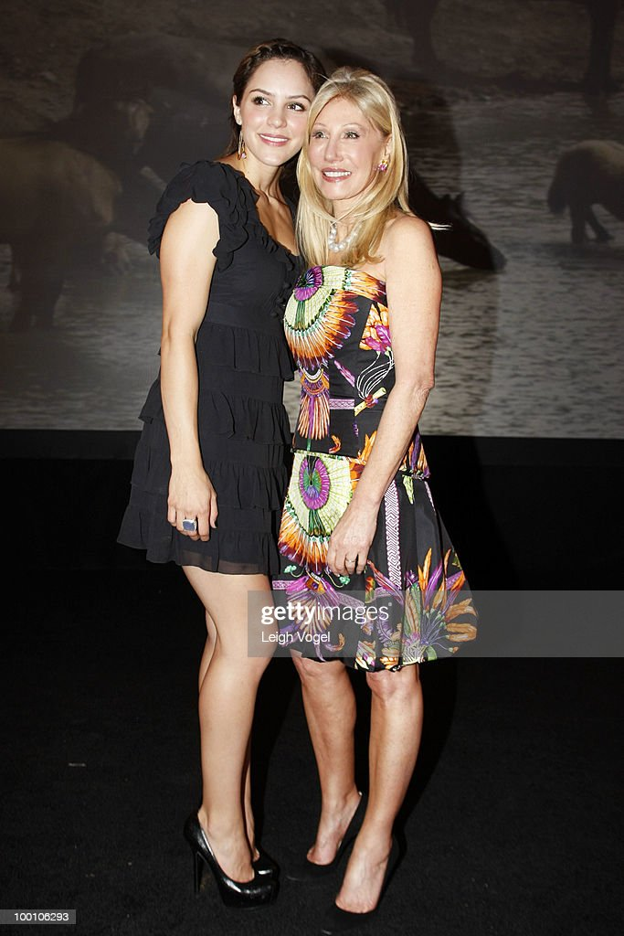 Katharine McPhee and Madeleine Pickens attend a Celebration of America's Heritage at the National Museum of the American Indian on May 20, 2010 in Washington, DC.