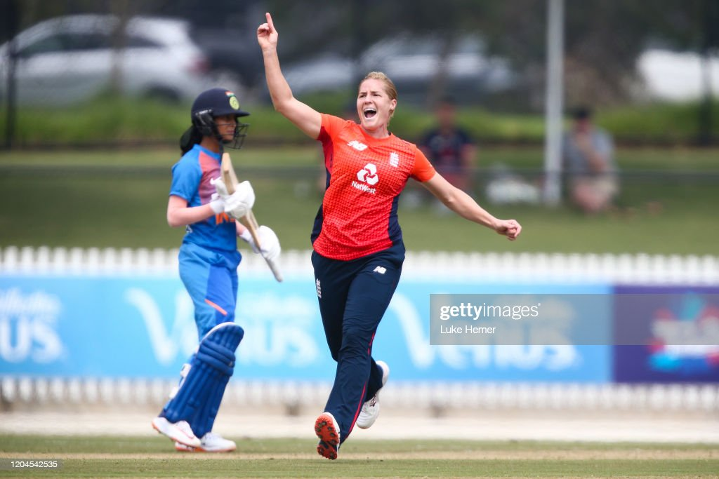 India v England - Women's T20 Tri-Series Game 4 : News Photo