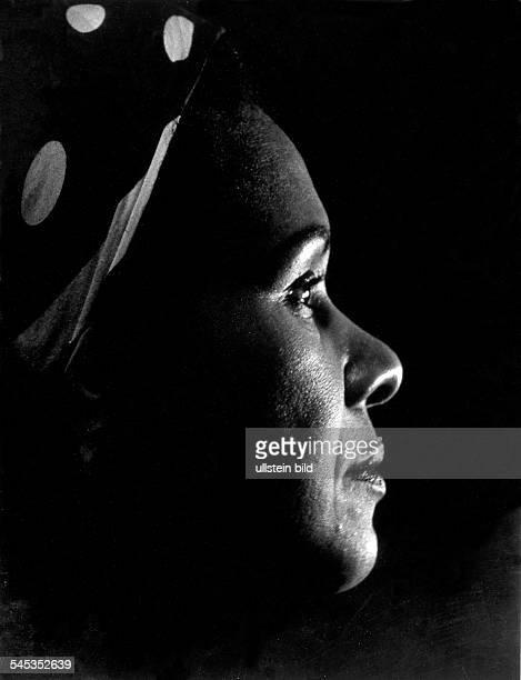 Katherine DUNHAM *19092006 American dancer Portrait photograph by Fritz Eschen c1955