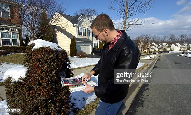 Katherine Frey Neg #freyk 165412 Germantown MD Frank Warren invites people to send postcards with their secrets Frank Warren checks his mailbox to...