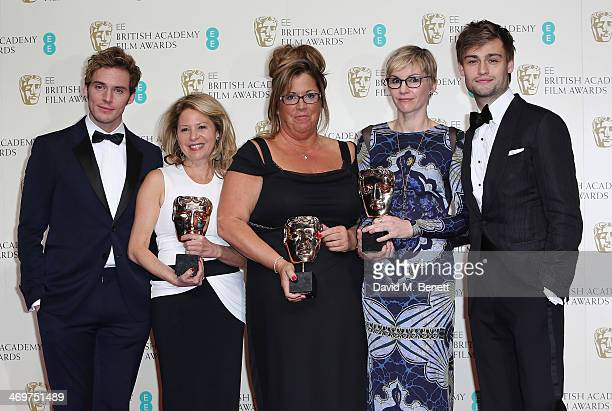Katherine Gordon Lori McCoy Bell Elvyene Moraz winners of the Make Up and Hair award and presenters Douglas Booth and Sam Calfin poses in the winners...