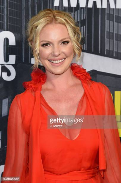 Katherine Heigl attends the 2017 CMT Music Awards at the Music City Center on June 7, 2017 in Nashville, Tennessee.