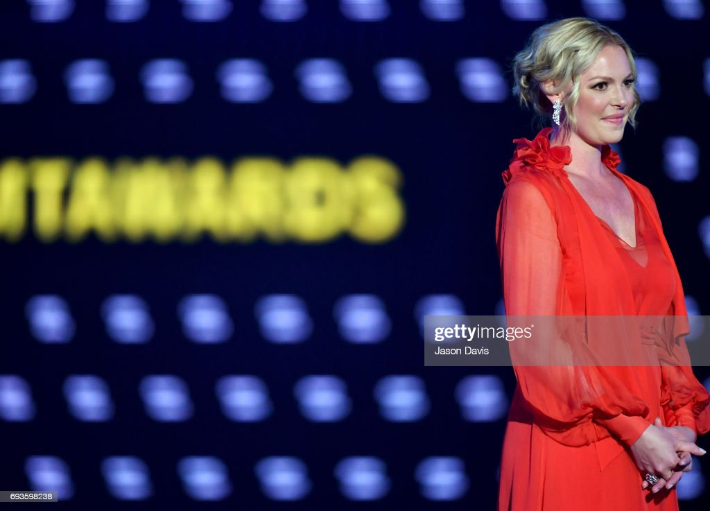 Katherine Heigl presents an award onstage at the 2017 CMT Music Awards at the Music City Center on June 7, 2017 in Nashville, Tennessee.