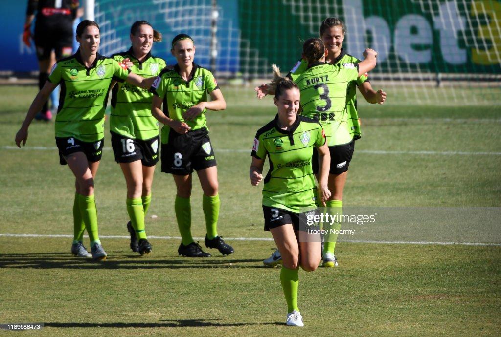 W-League Rd 2 - Canberra v Melbourne City : ニュース写真