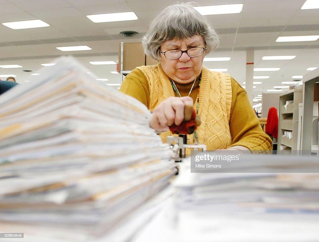 Kathleen Malone works on tax returns at the Cincinnati Internal Revenue Service Center April 8, 2005 in Covington, Kentucky. The tax filing deadline is a week away.