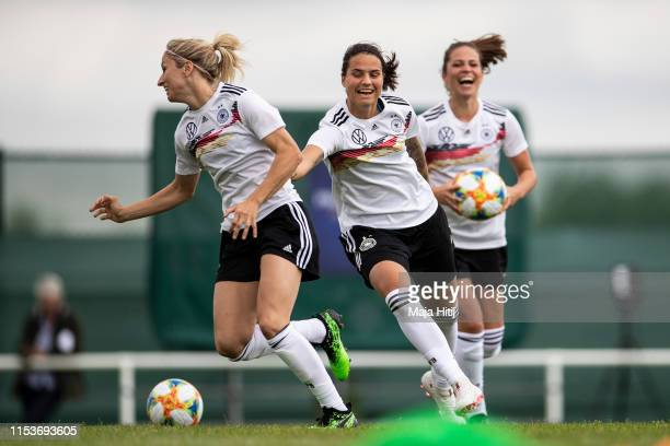 Kathrin Hendrich Dzsenifer Marozsan and Melanie Leupolz of Germany run during a traning on June 04 2019 in Bruz France