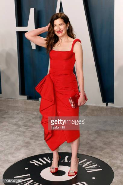 Kathryn Hahn attends the Vanity Fair Oscar Party at Wallis Annenberg Center for the Performing Arts on February 09, 2020 in Beverly Hills, California.