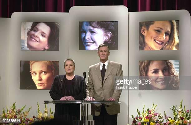 Kathy Bates and Robert Rehme announce nominations for best actress Juliette Binoche Laura Linney Joan Allen Ellen Burstyn and Julia Roberts