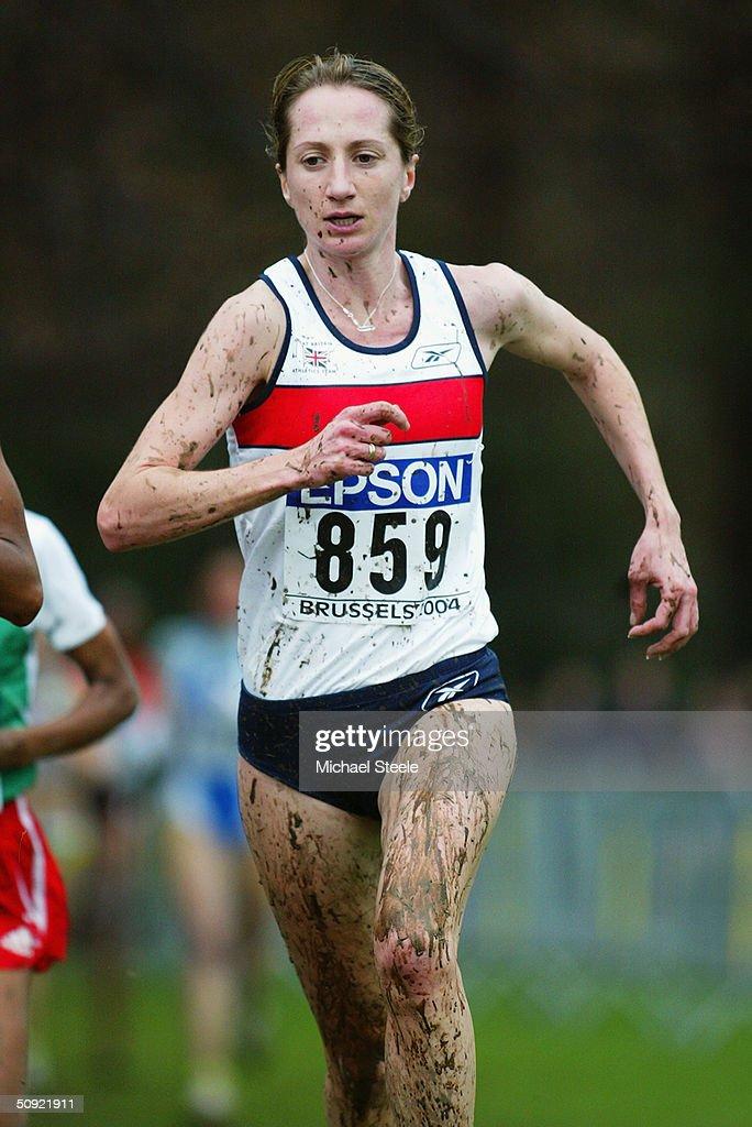 Derartu Tulu of Great Britain in action in the Women's 8KM race : News Photo