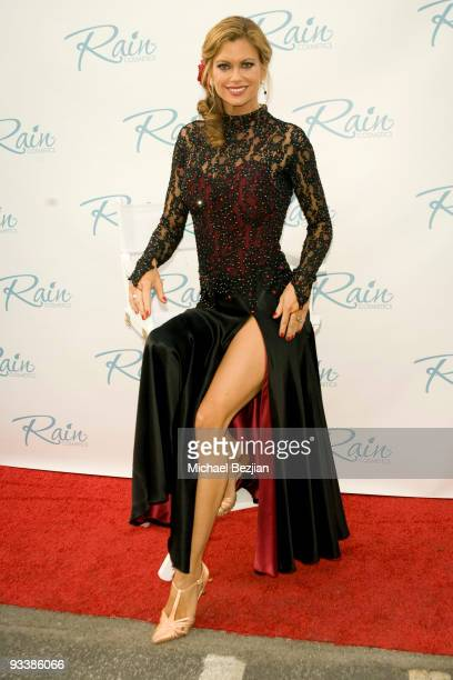 Kathy Ireland attends the Dancing With The Stars Season 9 Finale Honored By Gifting Services Day 2 on November 24 2009 in Los Angeles California