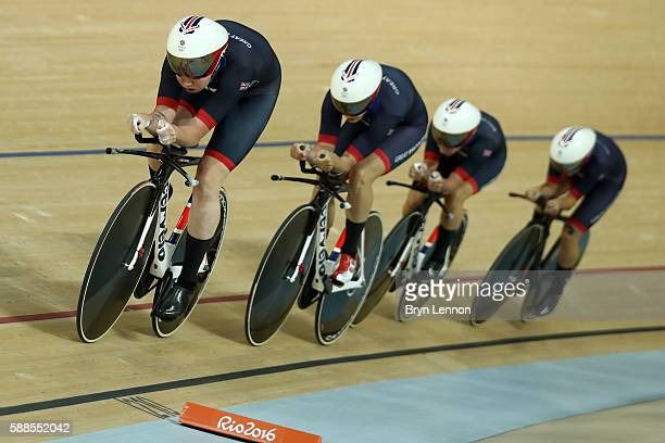 Katie Archibald Laura Trott Elinor Barker and Joanna RowsellShand of Great Britain compete in the Women's Team Pursuit Track Cycling Qualifying on...