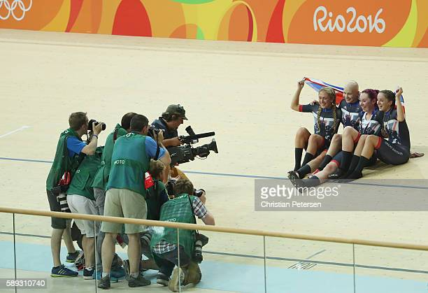 Katie Archibald Laura Trott Elinor Barker Joanna RowsellShand of Great Britain pose for photographs after winning the gold medal after the Women's...