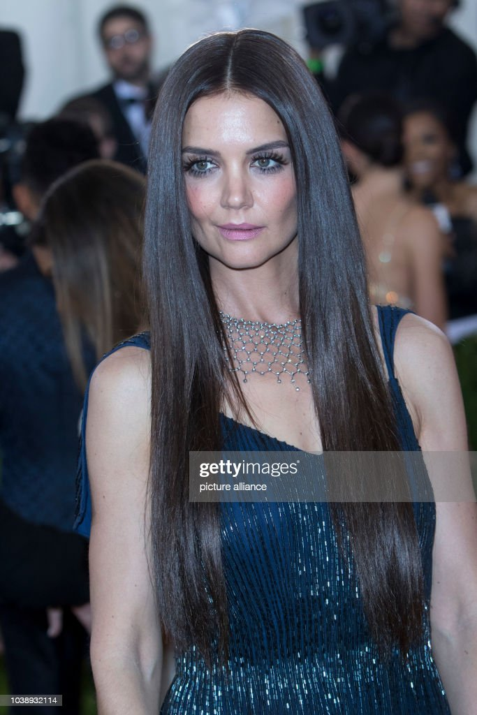 katie holmes attends manus x machina fashion in an age of