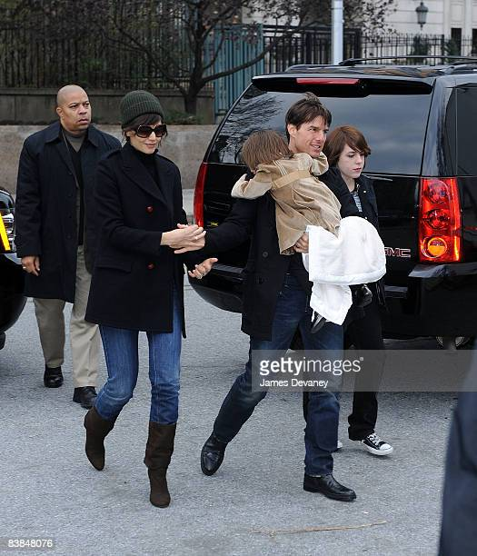 Katie Holmes Suri Cruise Tom Cruise and Isabella Cruise arrive to the Big Apple Circus on November 27 2008 in New York City