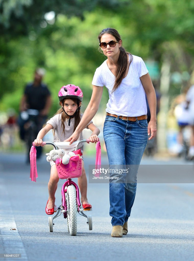Katie Holmes And Suri Cruise Sighting In New York City - August 18, 2012 : Foto jornalística