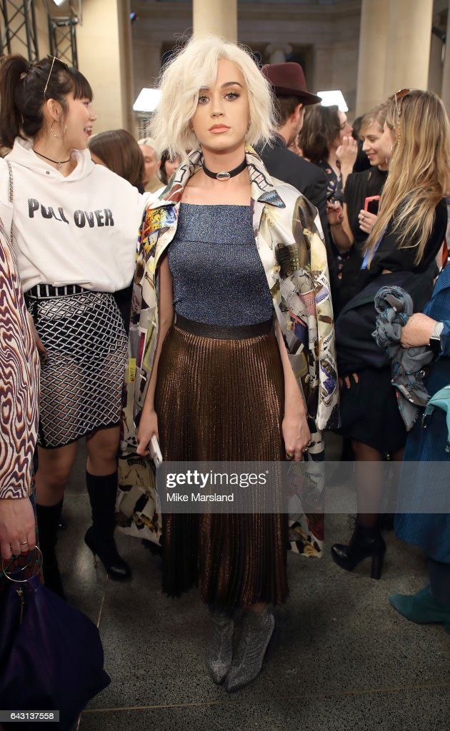 Front Row & Arrivals: Day 4 - LFW February 2017 : News Photo