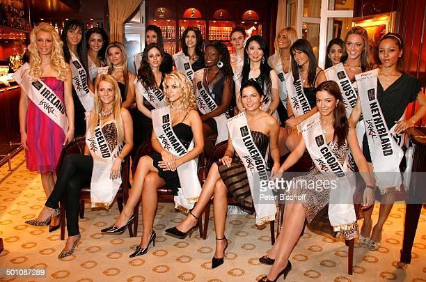 Katie Steiner Samantha Milewski Teilnehmerinnen der Queen of the WorldWahl 2007 Hotel Mercure Eschborn Landkreis MainTaunusKreis Hessen Deutschland...