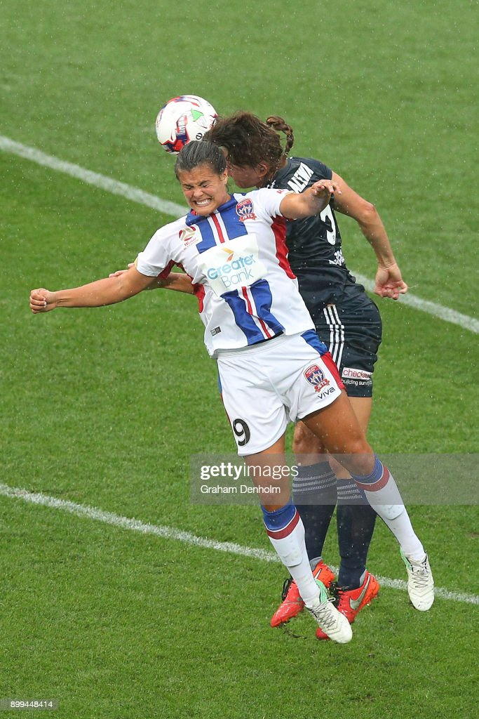 Katie Stengel of the Jets (L) heads the ball during the round nine W-League match between the Melbourne Victory and the Newcastle Jets at AAMI Park on December 29, 2017 in Melbourne, Australia.