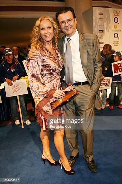 Katja Burkard Und Ihr Freund Hans Mahr Bei Der United People Charity Night2006 Zugunsten PowerChild Im Hotel Bayrischer Hof In München