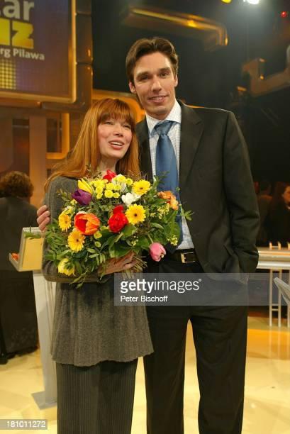 Katja Ebstein Michael Stich ARDNDRStar Quiz mit J R G P I L A W A Thema Grand Prix Hamburg 270203 BlumenStrauß