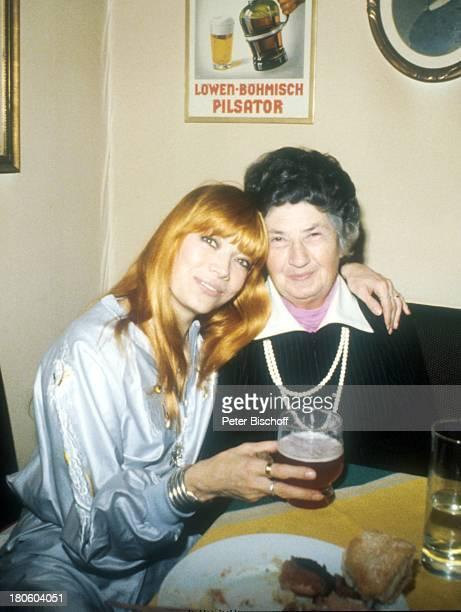 Katja Ebstein Mutter Martha Witkiewicz Berlin Deutschland Europa 1101980 Getränk Glas
