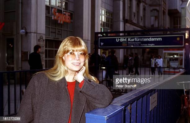 Katja Ebstein Urlaub Stadtbummel Berlin Deutschland Europa Schauspielerin Sängerin Promis Prominente Prominenter