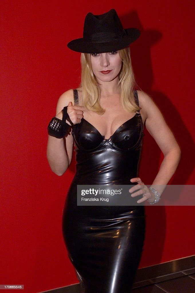 Katja Flint Im Sexy Latexkleid Bei Der Premiere Von Suck My Dick In News Photo -4197