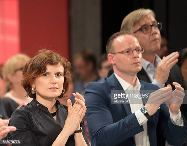 Katja Kipping Matthias Höhn und Dietmar Bartsch applaudieren der Rede von Gregor Gysi