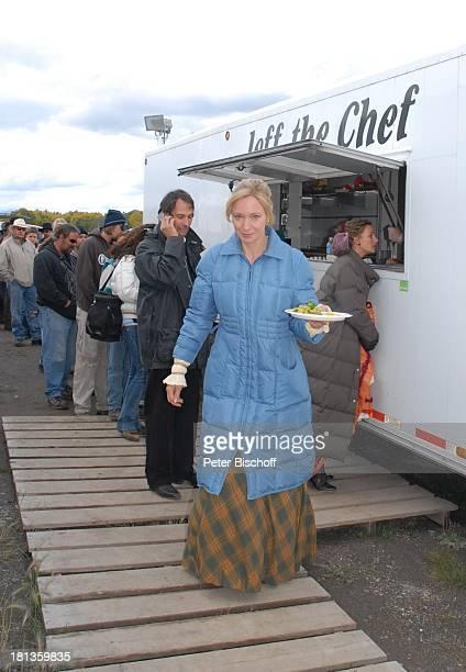 Katja Weitzenböck Alexandra ReimerDuffy neben den Dreharbeiten zur ZDFReihe 'Im Tal der wilden Rosen' Folge 4 'Prüfung des Herzens' alter Titel...