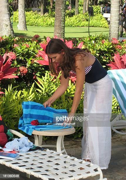 "Katja Woywood, Dreharbeiten zur ZDF-Reihe ""Kreuzfahrt ins Glück"", Folge 3: ""Hochzeitsreise nach Hawaii"", Grand Hyatt-Hotel, Kauai, Hawaiian Island,..."