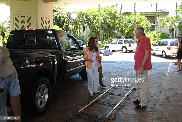 Katja Woywood EvaMaria Grein Tonmeister Reinhard Levin Dreharbeiten zur ZDFReihe Kreuzfahrt ins Glück Folge 3 Hochzeitsreise nach Hawaii Grand...