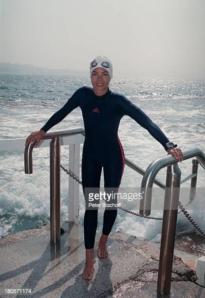 Katja Woywood ZDFReihe Traumschiff Folge 37 Sydney OlympiaSpecial Australien Schwimmanzug Badekappe Chlorbrille Meer Treppe Schauspielerin