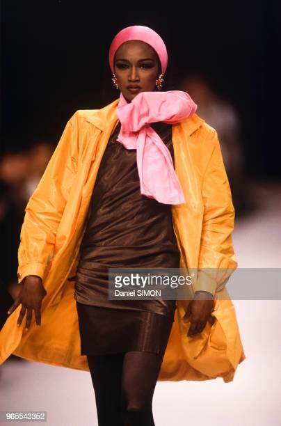 Katoucha Niane au défilé Emmanuel Ungaro PrêtàPorter collection Automne/Hiver 1991/92 à Paris le 19 mars 1991 France
