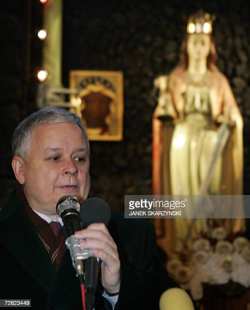 Polish President Lech Kaczynski speaks after meeting with management and experts at the Halemba coal mine in Ruda Slaska 22 November 2006 Rescue...