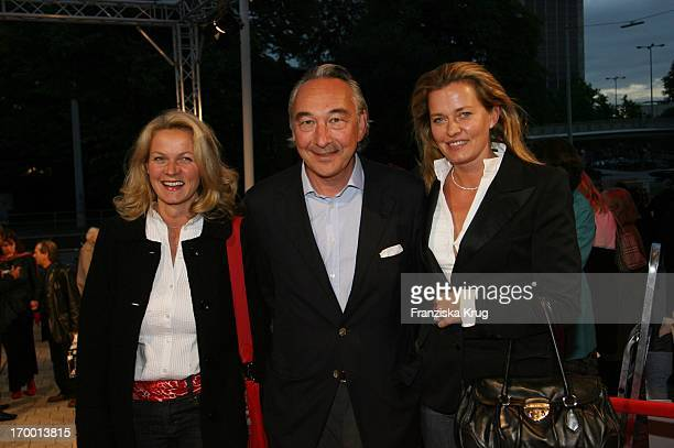 Katrin Aust Bertram Rickmers and wife Vicky Rickmers Hinrichs 65th At The Premiere Of Absolute Wilson And For Dinner Birthday Of Robert_Wilson In...