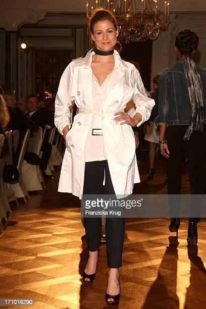 Katrin Hess Bei Der AidsGala Fashion Menue In Der Würzburger Residenz
