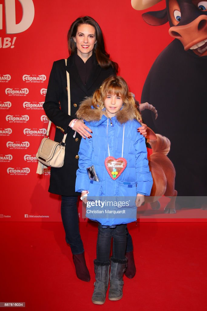 Katrin Wrobel and her daughter Louisa attend the premiere of 'Ferdinand - Geht STIERisch ab!' at Zoo Palast on December 7, 2017 in Berlin, Germany.